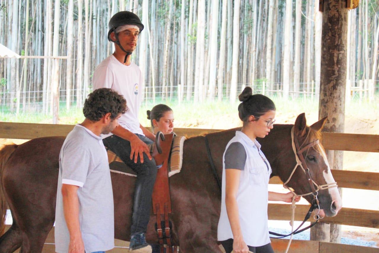 Terapia com cavalos Crioulos auxilia sociabilidade de jovens da APPAE de São Miguel Arcanjo